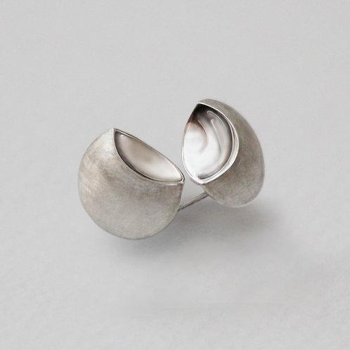 Peony Scoop stud earrings
