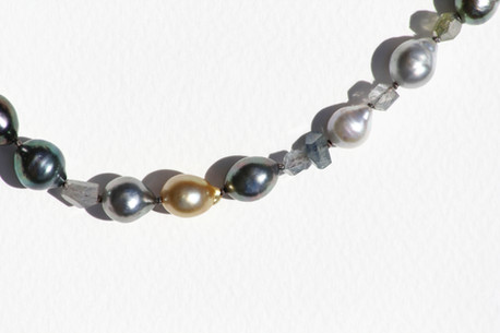 Tahitian pearl and sapphire string