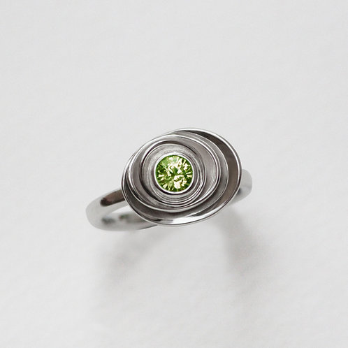 Small Peony ring with peridot