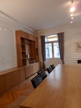 bibliothèque_et_table_de_réunion_.jpeg