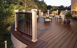 deck-lighting-transcend-spiced-rum-curved-rail-post-cap-light-classic-white-imag