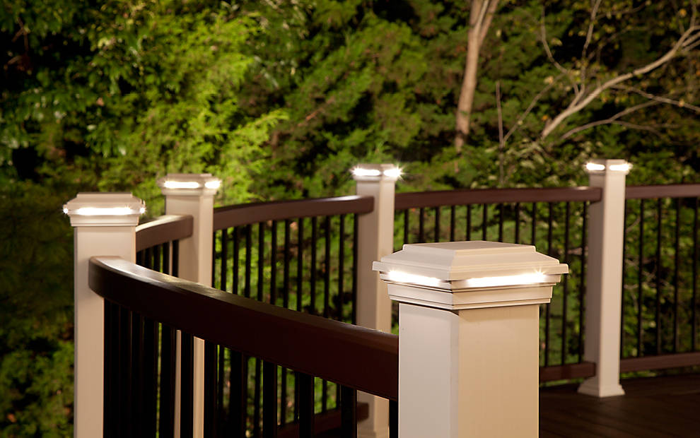 deck-lighting-transcend-spiced-rum-curved-rail-classic-white-post-cap-light-imag