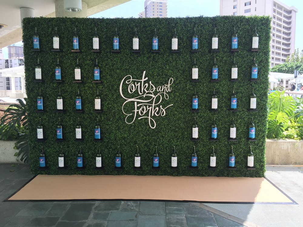 Step & Repeat Hedge Wall