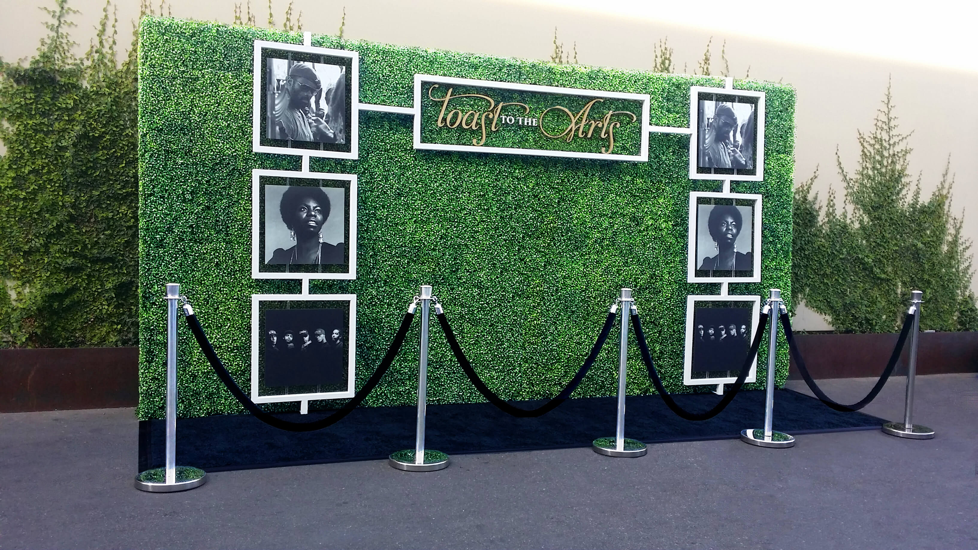 Step and Repeat Hedge Wall