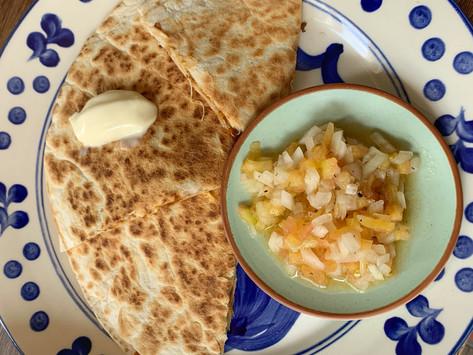 Quesadillas de Chipotle, frijol y Queso Monterrey