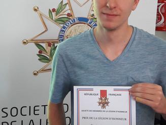 Nathan récompensé pour ses excellents résultats au BAC.