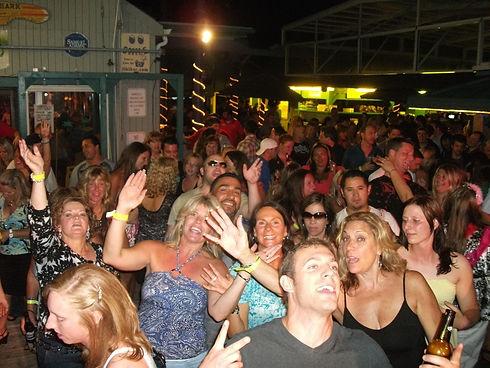 Martells_crowd_6-12-10.JPG