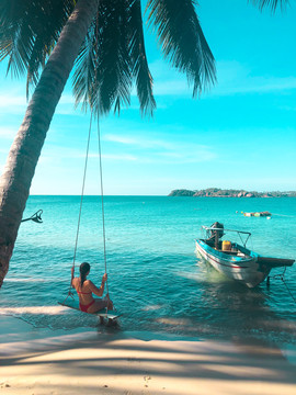 Island Swing in Vietnam-StudioSisson
