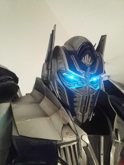 Cosplay optimus prime