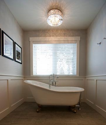Liske Developments | Custom Home Builder | General Contractor | Bath Room | Tub