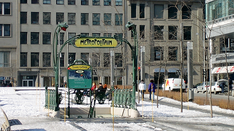 Square_Victoria_Metro_Station,jpg.png
