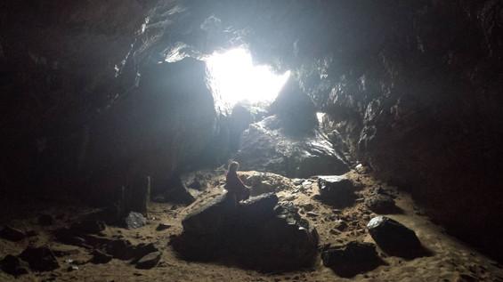洞窟.jpg