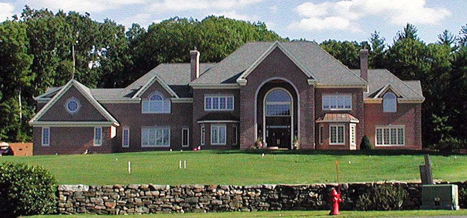 Large foyer, huge house stone, stone wall