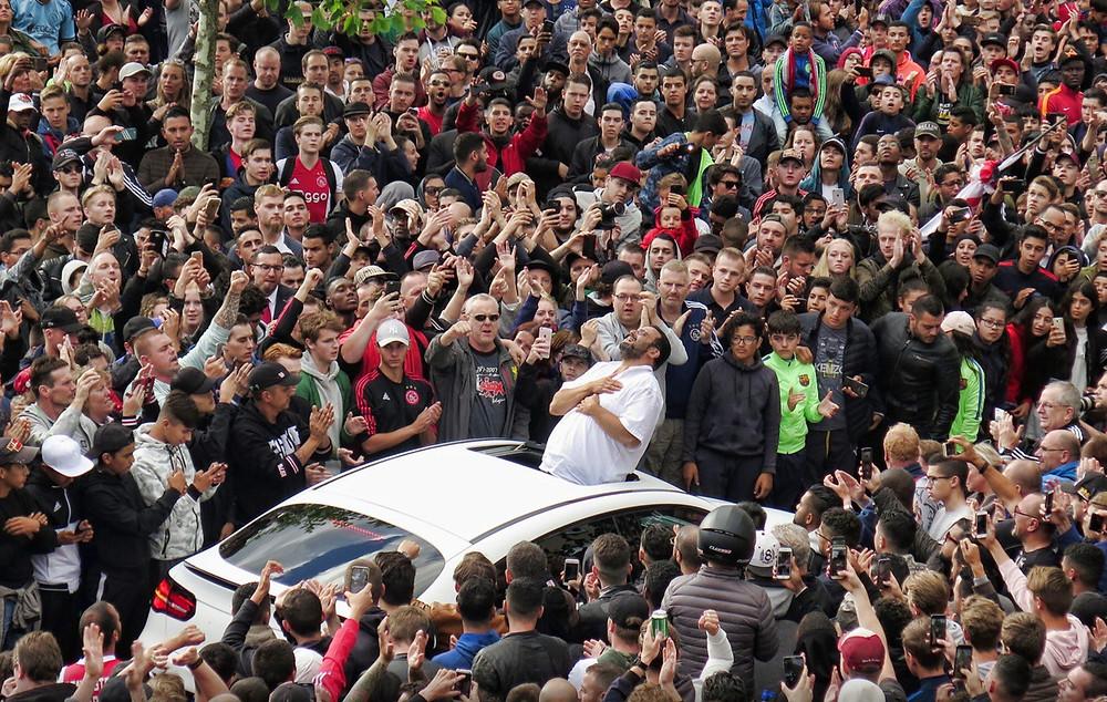 Pai de Abdelhak Nouri agradece o apoio dos torcedores do Ajax