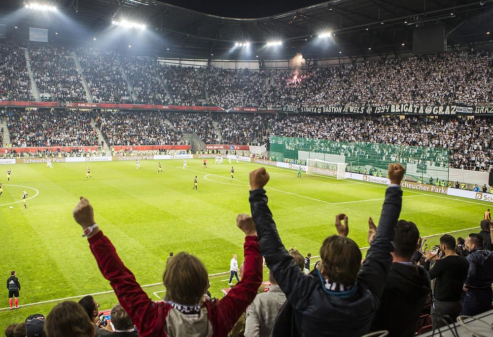 Torcida do Sturm Graz na final da Copa da Áustria em Klagenfurt