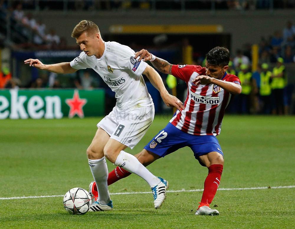 Toni Kroos domina a bola pelo Real Madrid