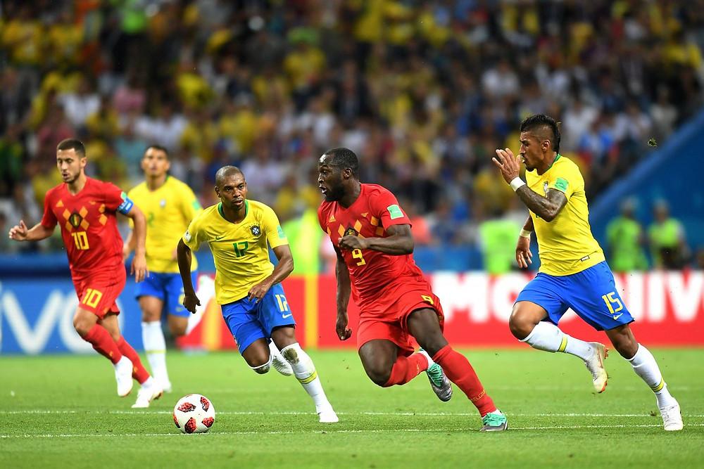 Lukaku passou como quis por Fernandinho