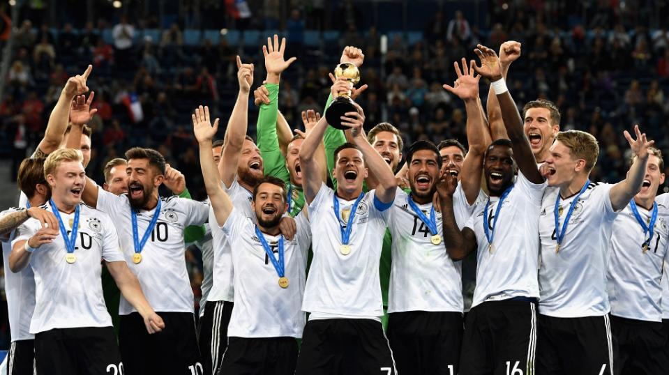 Seleção alemã levanta o troféu da Copa das Confederações