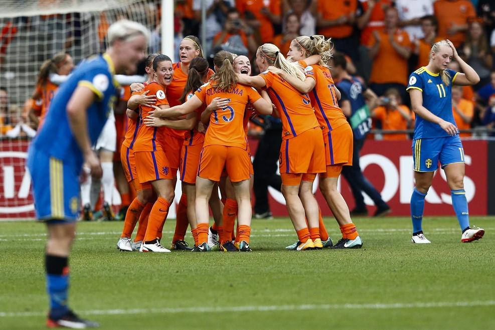 Anfitriã Holanda encara a favorita Inglaterra