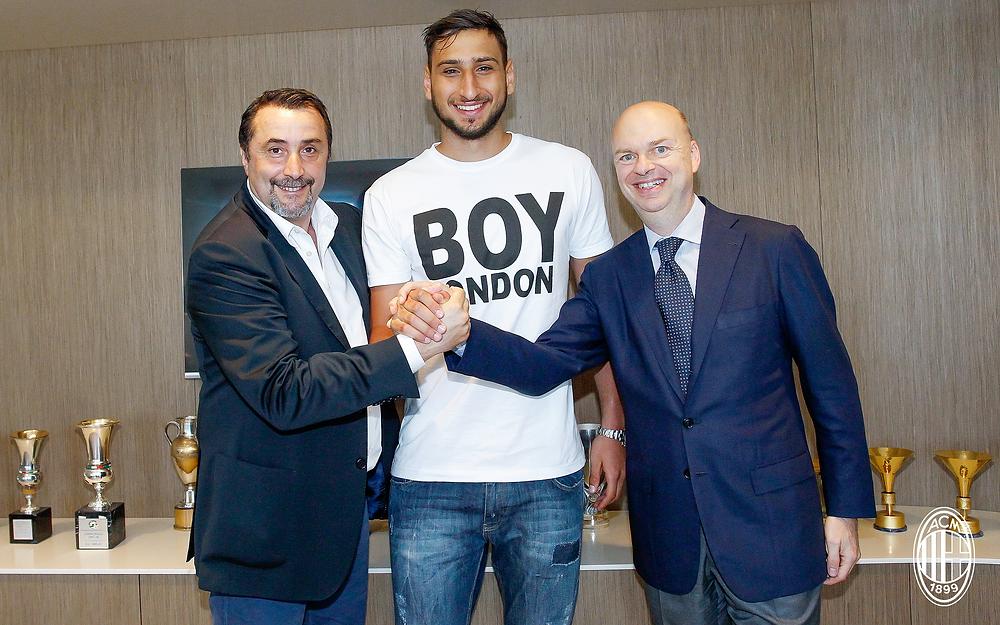 Gigio Donnarumma renova com o Milan