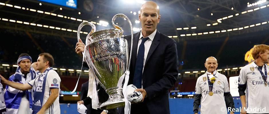 Zinedine Zidane com a taça da Champions