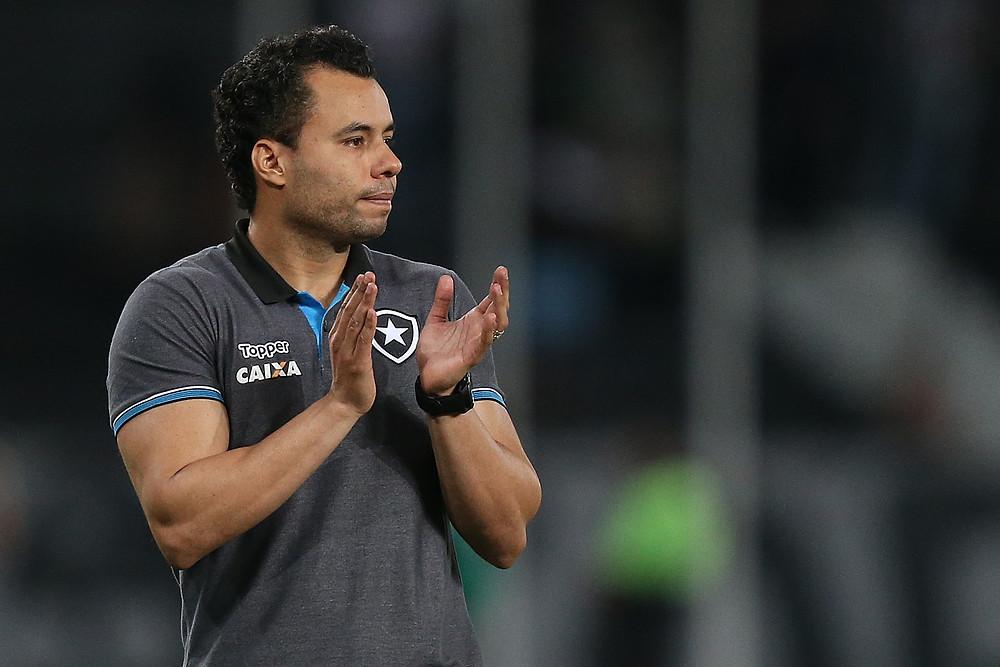 Jair Ventura é o treinador do Botafogo