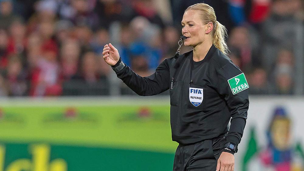 Bibiana Steinhaus é a única árbitra nas principais ligas (masculinas) do mundo