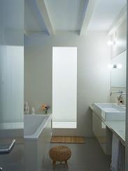 huis in sarfatistraat badkamer.jpg