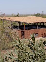 Keuken, slaapkamer, badakamer, garage in de onderbouw - terras en paviljoen erboven