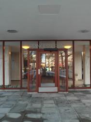Entree gebouw Princesseflat