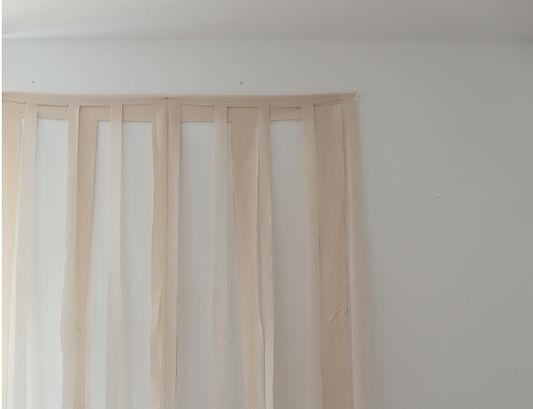 Superposition de toiles scupltées dans le textile.