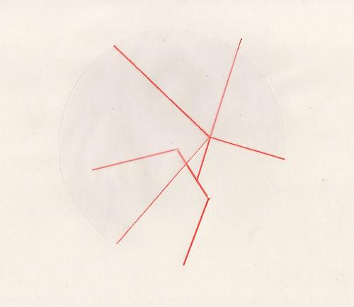 Superposition de cercles dessinés sur calque et papier..