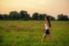 mulher-jovem-natureza-souy-eco-friendly.
