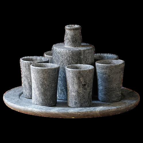 Conjunto Garrafa com 6 Copos e Prato em Pedra Sabão