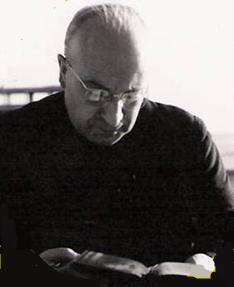 Padre LEYENDO.png