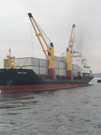 ТХ Порт Мэй, сухогруз. отгрузка модульных вагончиков на Курилы.
