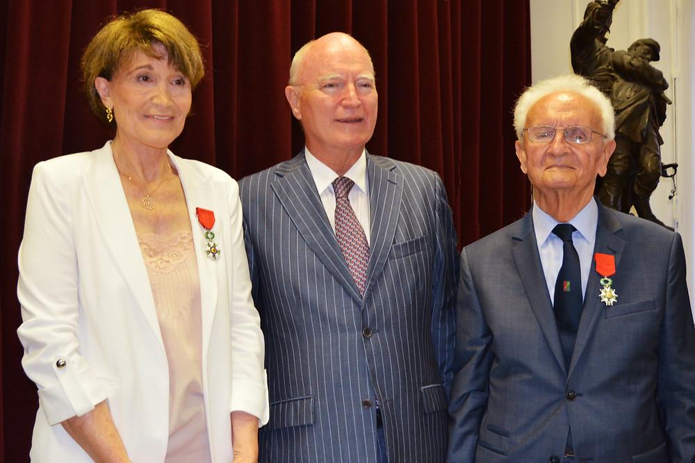Monsieur l'Ambassadeur De la Tour du Pin décore Danielle Merlino et Francis Gastaud à la Maison de France à Monaco