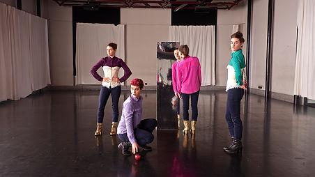 Woman's Move danse dance Genève Hug Me Loëx Elsa Couvreur Margaux Monetti Iona D'Annunzio