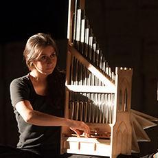 Catalina Vicens - portative organ (organetto) © Susanna Drescher