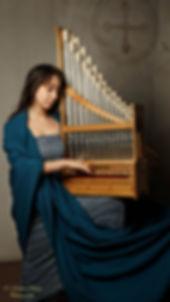 Catalina Vicens, portative organ (organetto). © Martin Chiang