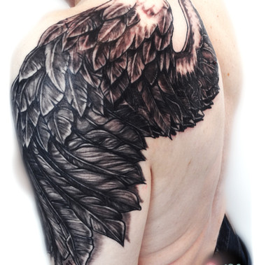 Freehand. Wing in black 'n grey.