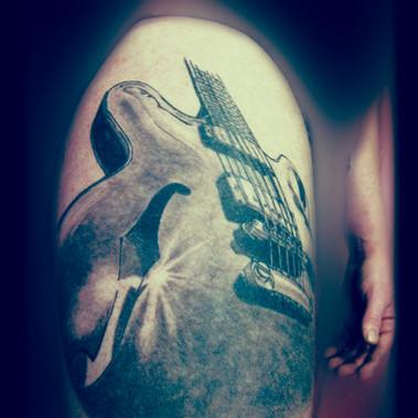 Guitar. Black 'n grey.