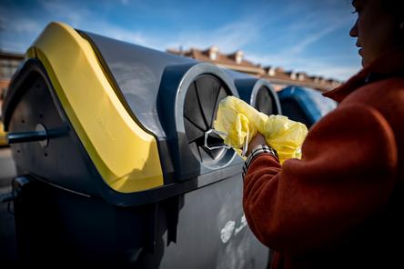 El uso del contenedor amarillo creció en España un 8,5% y el del azul bajó 0,3% en 2020