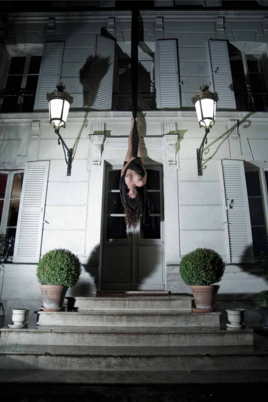 Action for the Hôtel particulier #1 - Paris 2010 - Photography of performance C-print - 105cm x 70cm - Edition of 5 + 1EA