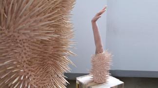Sans titre - céramique biscuit et silicone - Performance Faccia Faccia - Galerie Vanessa Quang - France 2017