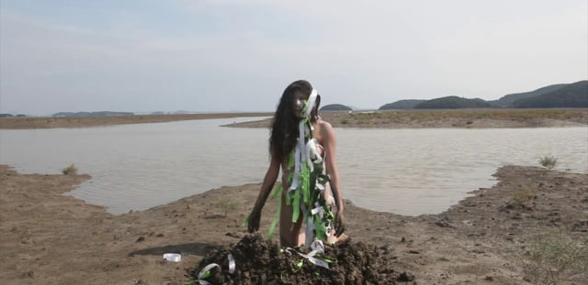 Digging wishes - South Korea 2012 - Video of performance HD Video 11:13 - Edition of 5 + 1EA
