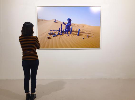Inchallah - Sahara 2014 - Photographie de performance - vue d'exposition