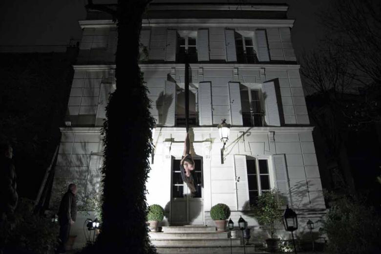 Action for the Hôtel particulier #2 - Paris 2010 - Photography of performance C-print - 99cm x 66cm - Edition of 5 + 1EA
