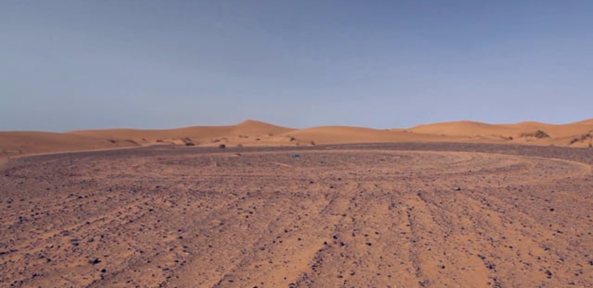 Drawing Landscape - Sahara 2014 - Video of performance HD Video 5:43 - Edition of 5 + 2EA