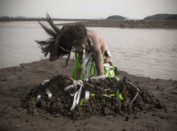 Digging Wishes - South Korea 2012 - Photography of performance C-print - 35cm x 25cm - Edition of 5 + 1EA
